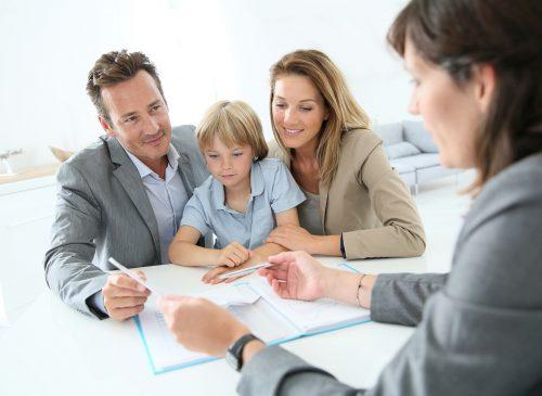 familientreffen immobilienmakler neues haus zu kaufen